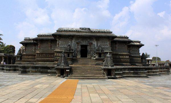 1200px-ChennaKeshava_Temple,_Belur